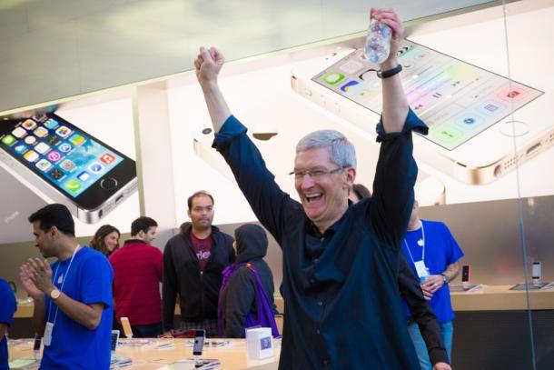 Tim-Cook-Palo-Alto-iPhone-5s5c